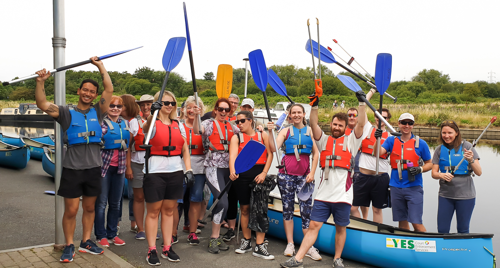 Forsters' Green Impact Group support charity Thames21 in River Lea clean-up